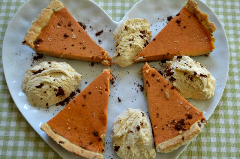 Diabetic pumpkin pie with ice cream