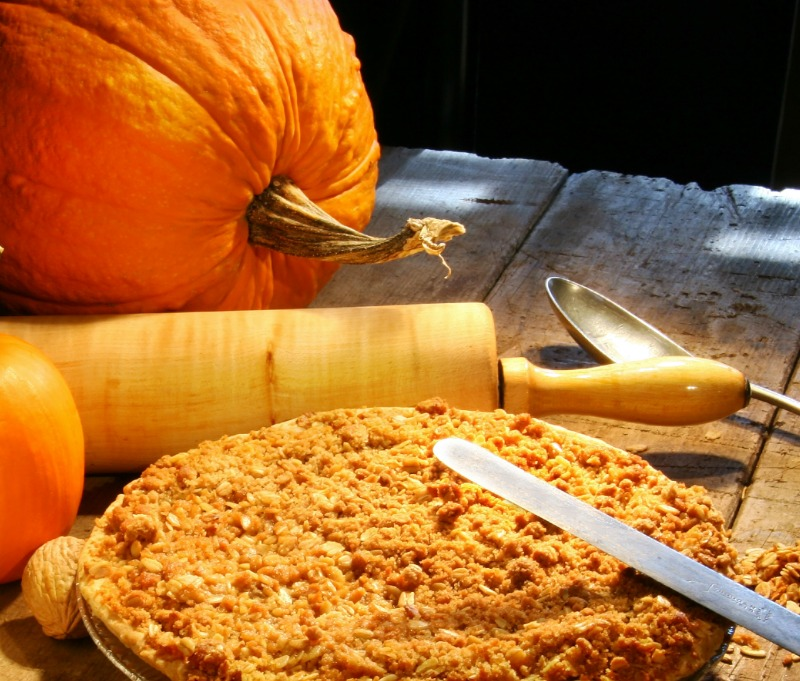 homemade pumpkin pie with fresh pumpkin