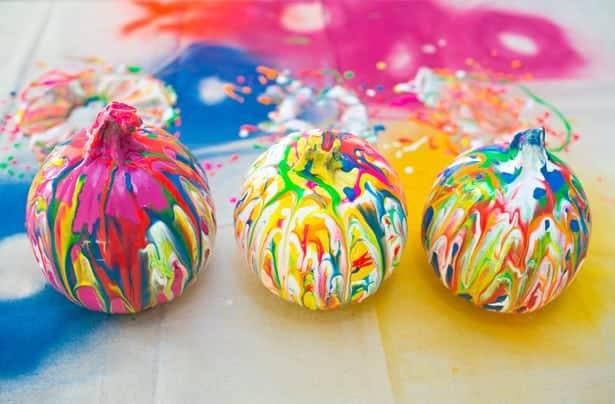 SQUEEZE PAINT PUMPKIN ART: EASY NO CARVE PUMPKIN IDEA FOR KIDS